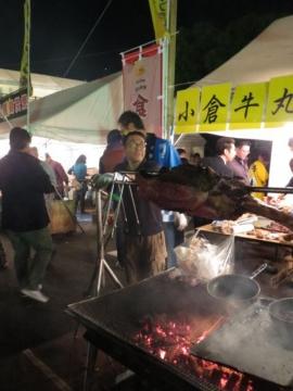 起業祭。小倉牛丸焼きの屋台