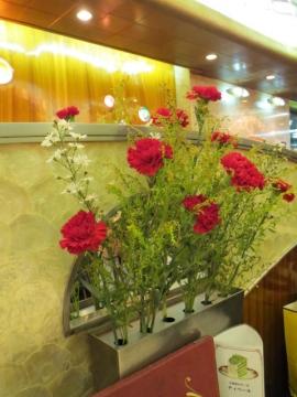 テーブルには生花