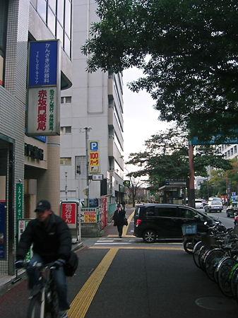 ヤマサキデイリーストアを通過して、読売ビル方行へ