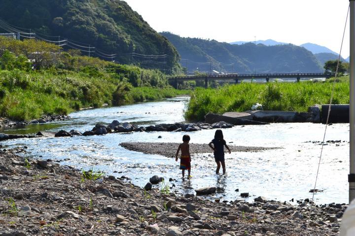 新庄川でキャンプ