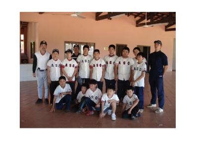 ユニフォームを着た、パラグアイに住む子どもたち