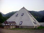 photo_pyramid_whole.jpg