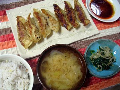 091123ギョウザ、ほうれん草とモヤシのナムル、大根とネギの味噌汁、ご飯