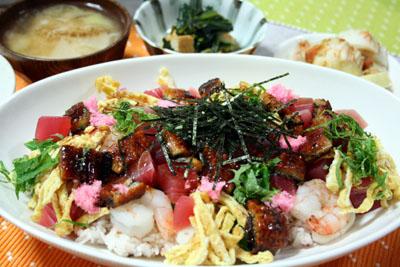 091207ちらし寿司、ほうれん草と厚揚げの煮物、たくあん、キムチ、カブの味噌汁