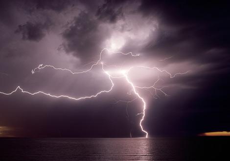 lightningoverwater-976856-ga.jpg