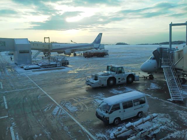 110215雪の広島空港