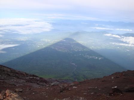 090808-09富士山の影