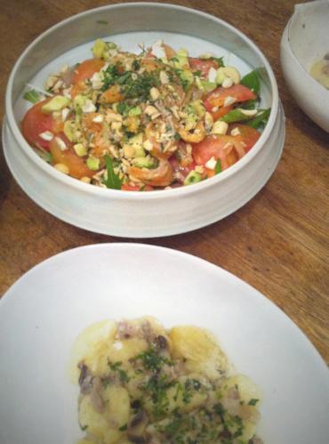 ジャガイモのニョッキとサーモンマリネのサラダ