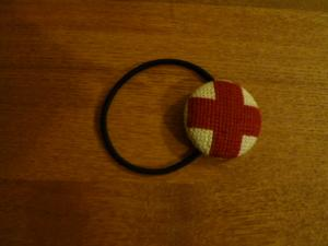 赤十字の髪留め