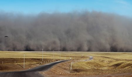 大黄砂発生の瞬間…中国で撮影