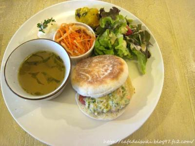 Cafe shibaken◇Cランチ(ベーコンと野菜のマフィンサンド)