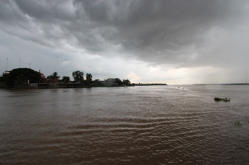 メコン河フェリー