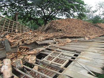校舎崩壊1