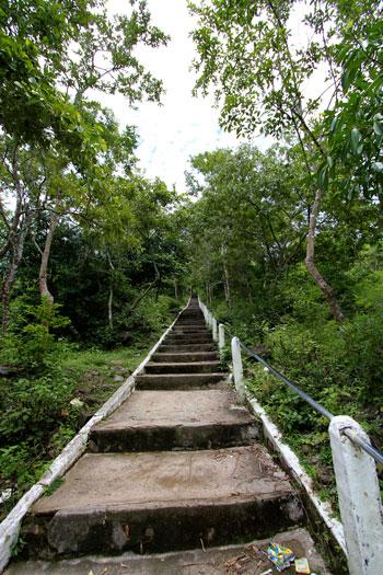 プノン・チソーへの階段