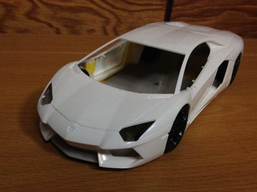 Lamborghini-Aventador_02.jpg