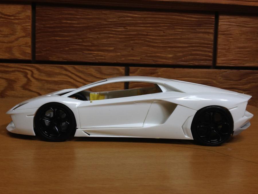 Lamborghini-Aventador_04.jpg