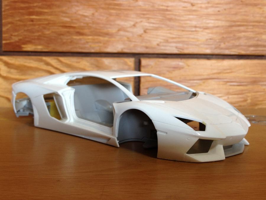 Lamborghini-Aventador_05.jpg
