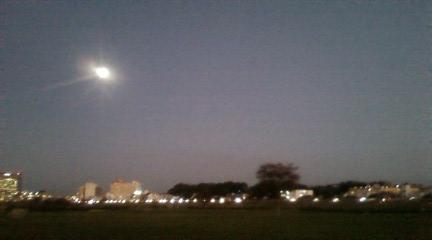 091201河川敷の満月