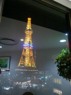 窓の外にはテレビ塔