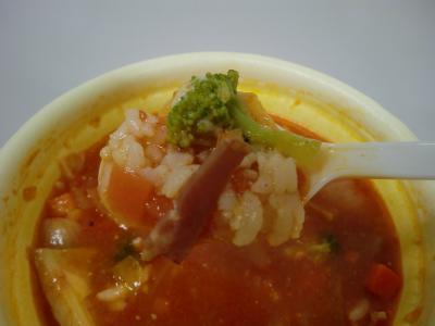 チーズミネストローネ風スープごはん スプーンでアップ byサンクス