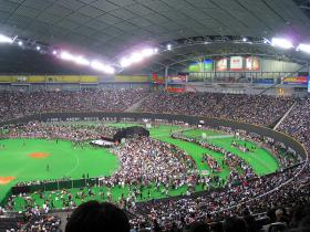 満員御礼の札幌ドーム。