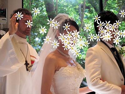 神父と二人花