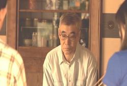 ただ黙って、千恵の彼氏を見ている千恵の父親