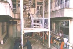 女医さんが階段を上る時に、野球部三バカトリオも移動