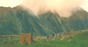 翌朝の劒岳のふもと