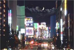 新宿のネオンの光
