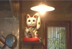 手招きしている招き猫
