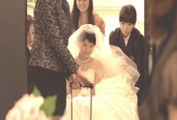 車椅子に乗った花嫁