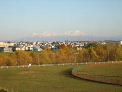 平成大橋脇の堤防から見た大雪山
