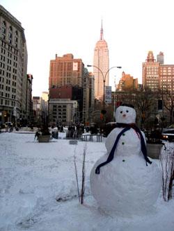エンパイヤーステートビルと雪だるま