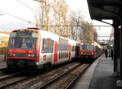RER(郊外行きの電車)