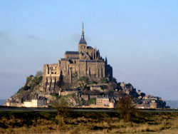 近くからのモン・サン・ミッシェル修道院
