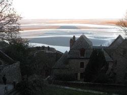 モン・サン・ミッシェル修道院からの幻想的な景色