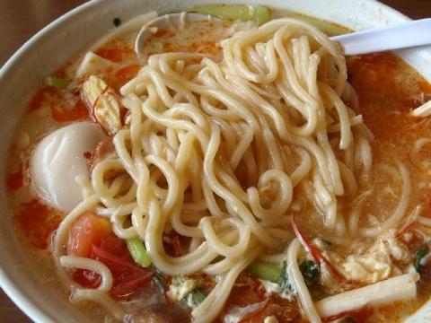 潤本店・十色菜パーコー酸辛麺 麺
