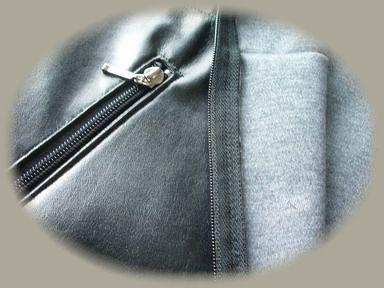 合皮のポケットと裏