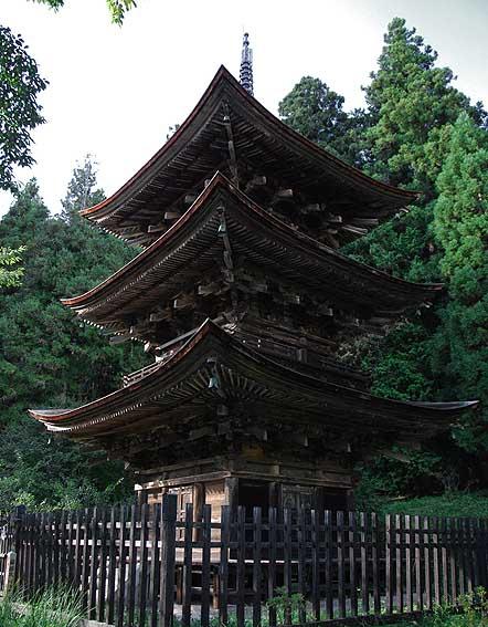 新海神社塔