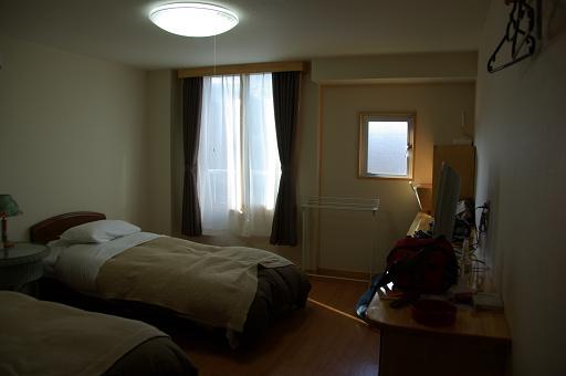 110429B02bed room