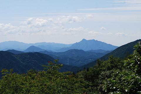 三河の山々が