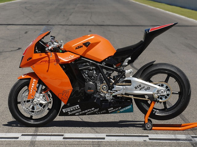 KTM_RC8_Superstock_1000_01_1280x960.jpg
