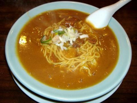 中華美食館三条店・カレーラーメン
