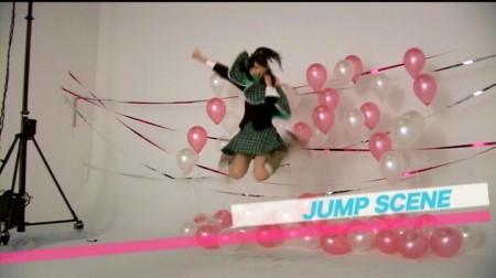 なっきぃジャンプする。