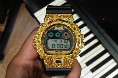 pharrell-custom-bape-casio-gshock-dw-690010.jpg