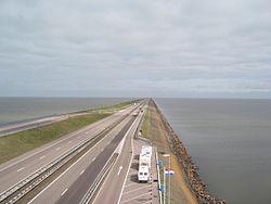 250px-Afsluitdijk2006-1.jpg