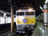 専用塗装のEF81形交直両用電気機関車