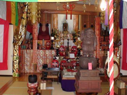 大安寺の昼の本堂