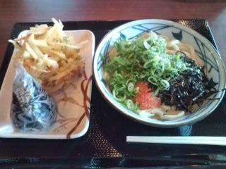 明太釜玉うどん+野菜かき揚げ+高菜おにぎり